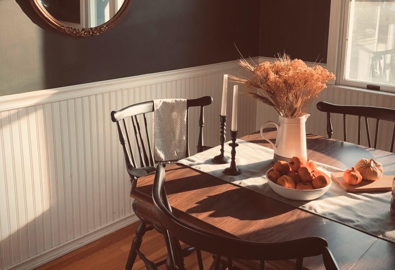 Aranżacja stołu na wyjątkowe okazje – sprawdź, na co warto zwrócić uwagę!